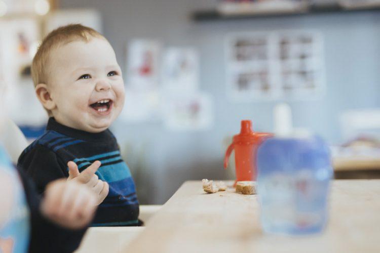 Liten gutt på tilvenning i barnehagen